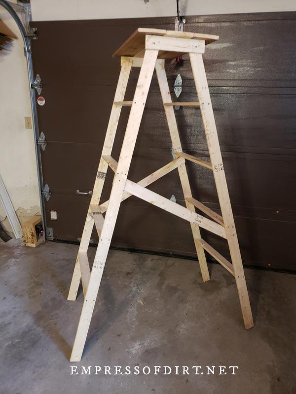 Assembling homemade decorative garden ladder.