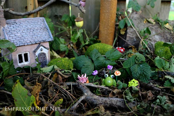 If you love fairy gardens, you can save a lot of money by creating your own accessories. This post tells you how to create simple (but sweet) pieces using polymer clay. It's fast and easy and will make your little garden unique.
