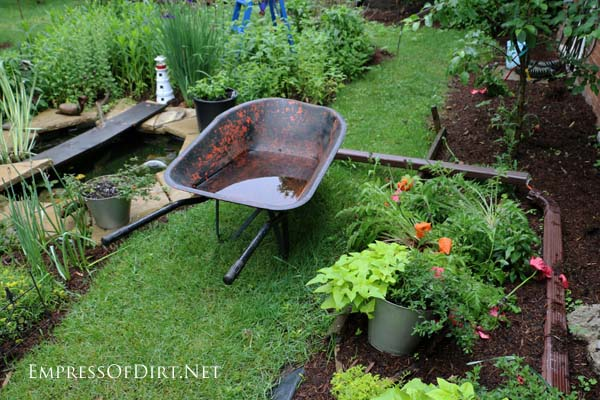 Favorite snapshots and garden-inspired sites from around the web curated by Melissa the Empress of Dirt.