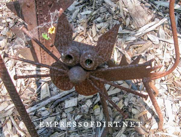 Metal cat garden art.