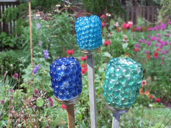 How to make garden treasure jars easy kid craft for Yard art ideas