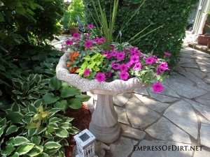 12+ Ideas For Bird Bath Planters
