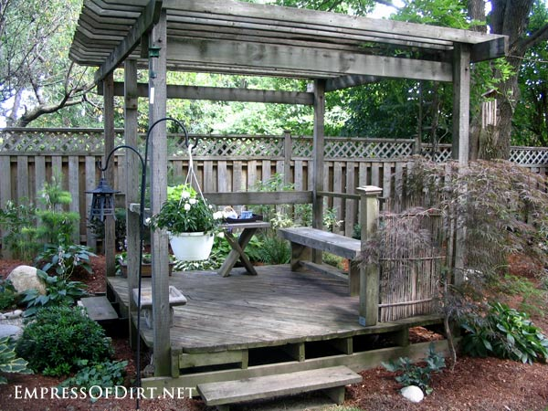 20+ Ways to create vertical interest in the garden with arbors, trellis, obelisks, and more. Japanese-inspired outdoor seating area.