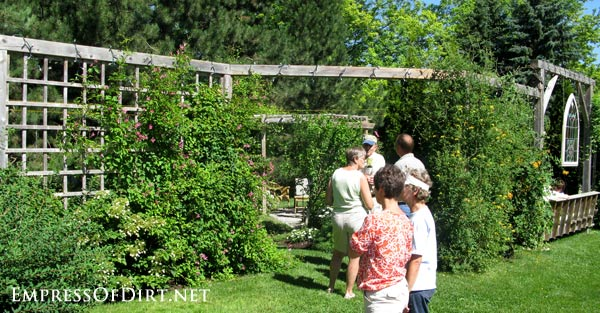 20+ Ways to create vertical interest in the garden with arbors, trellis, obelisks, and more. Tall vertical large grid privacy screen.