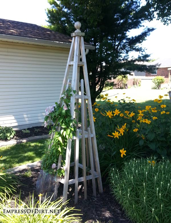 20+ Ways to create vertical interest in the garden with arbors, trellis, obelisks, and more. Wooden obelisk.