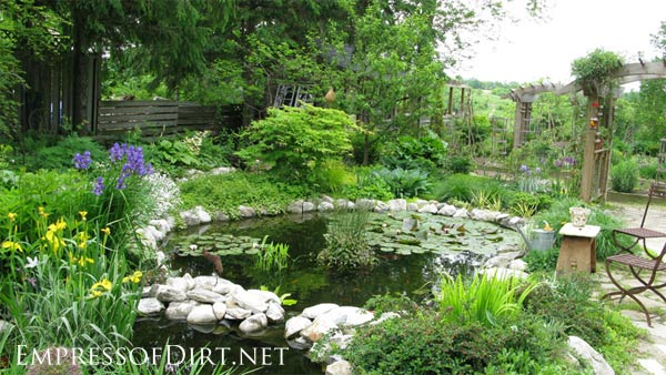 20 beautiful backyard pond ideas for all budgets empress for Easy backyard pond
