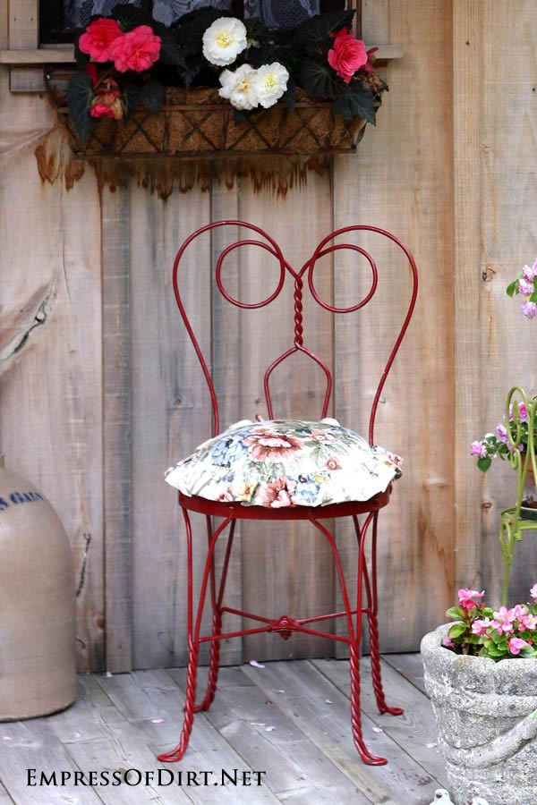 Red metal vanity chair: Gallery of garden art chair ideas