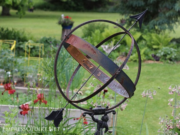 Rusty garden junk art ideas gallery empress of dirt for Decoration jardin metal