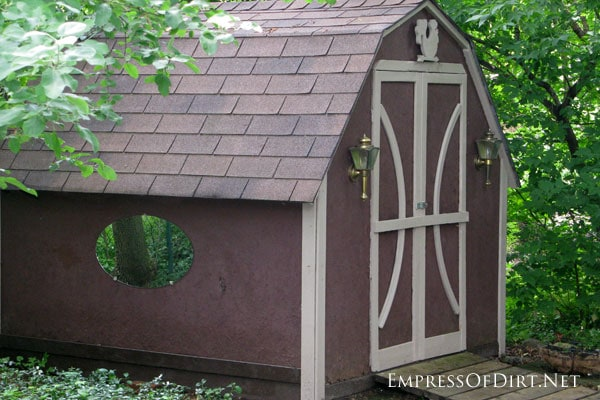 Simple chipboard shed - see more creative shed ideas at empressodirt.net