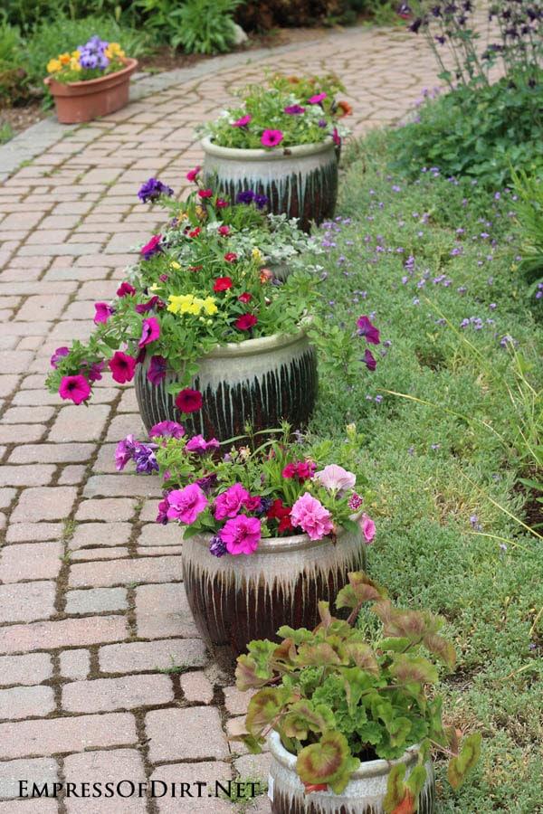 21 gorgeous flower planter ideas empress of dirt for Garden pots designs