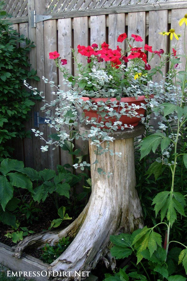 21 Gorgeous Flower Planter Ideas From Home Gardens