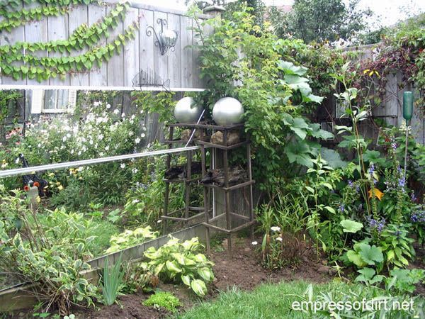 How to use mirrors in the garden for safe, creative, wonderful effects