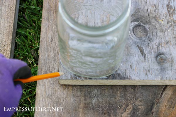 Use a jar to make curve cut lines on wood.