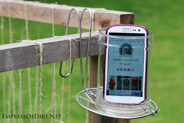 DIY Mobile phone holder/speaker for gardeners: keep your phone safe and enjoy your tunes without annoying your neighbours.