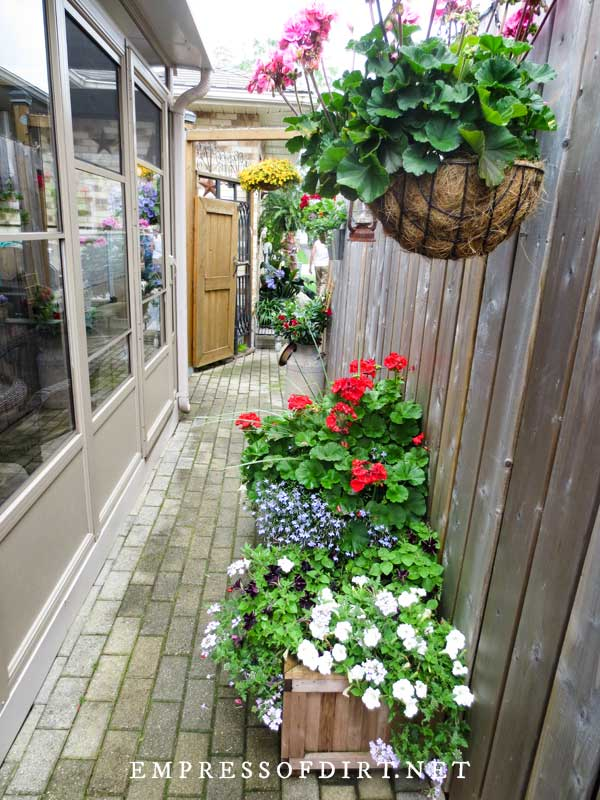 Narrow Side Deck with Planters