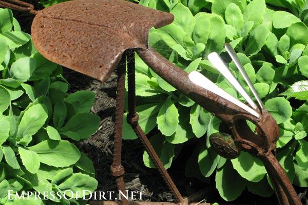 Metal roadrunner garden art.