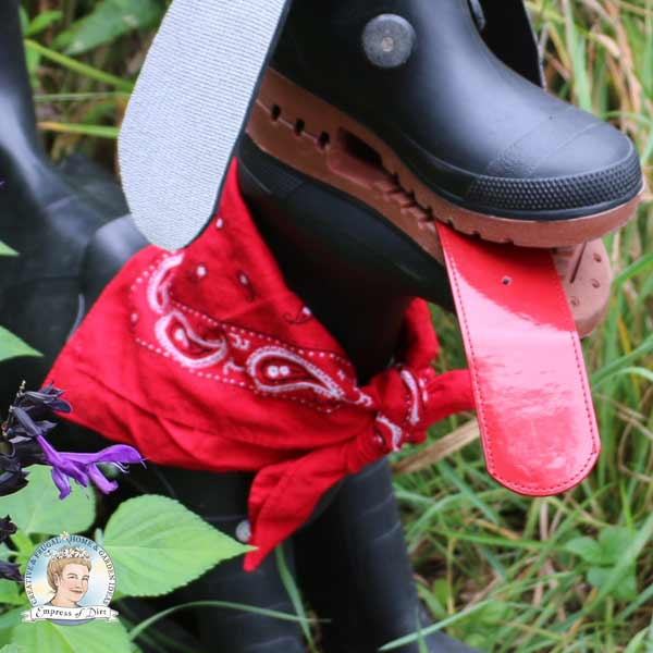 This recycled project shares tips for making garden art dogs from old rubber boots or wellies.