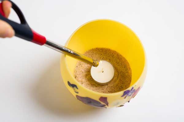 With the soft-scent of natural honey, beeswax is a favorite natural crafting material. See how to make these gorgeous beeswax candle bowls from the new book Beekeeper's Lab.
