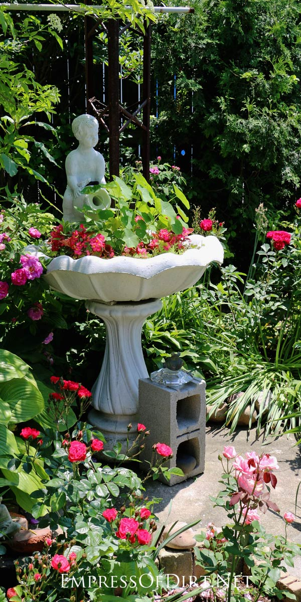 Lovely 12+ Ideas For Bird Bath Planters   Turn That Broken Bird Bath Into  Something Wonderful