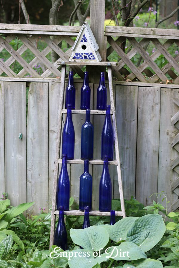Old wood ladders are wonderful in the garden. Have a look at these ideas for turning ladders into functional garden art.