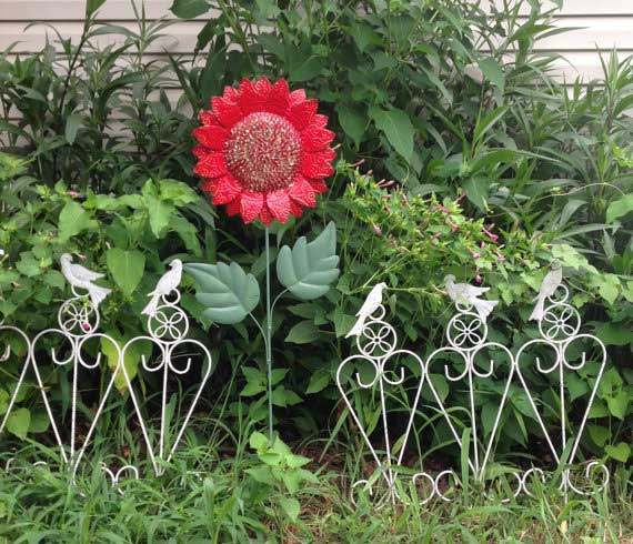 Red Flower Garden Stake | ChicFabulousFlowers on Etsy