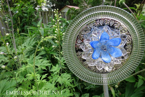 Turn old dishes and serving plates into garden art flowers.