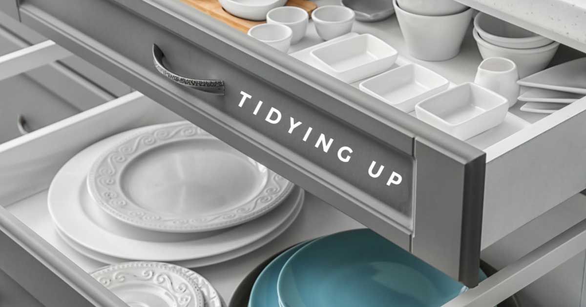 Tidy drawers with dish and cutlery.