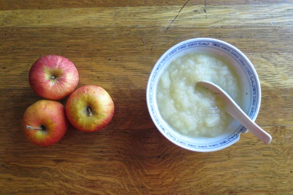 Ridiculously easy, naturally delicious, sugar-free apple sauce recipe