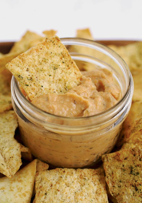 Attention mason jar fans! If you are looking for some delicious, wholesome, and simple recipes for both snacks and meals that work beautifully in jars, I think you will enjoy this.