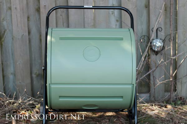 Mantis Back Porch ComposTumbler is excellent for rapid compost without pests like rats.