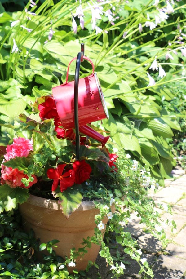 Watering can garden art ideas.