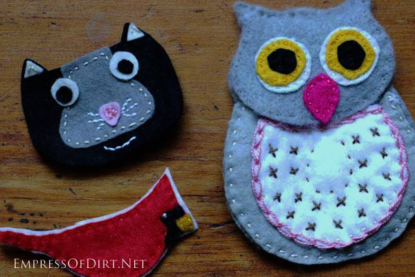 Make an ear bud case using this sweet owl pattern. This is a simple sewing project suitable for beginners who want to work with wool felt and embroidery thread. Make owls, cat, birds, and more!
