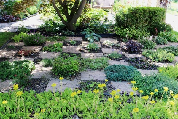 Checkerboard herb garden | Here's a bunch of creative ideas for designing garden paths and walkways plus DIY stepping stone tutorials. Whether it's stone, brick, hypertufa, or concrete pavers, there's lots of things you can do with simple materials for a great look.