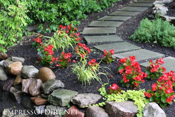12 stepping stone garden path ideas empress of dirt for Paving designs for small garden path