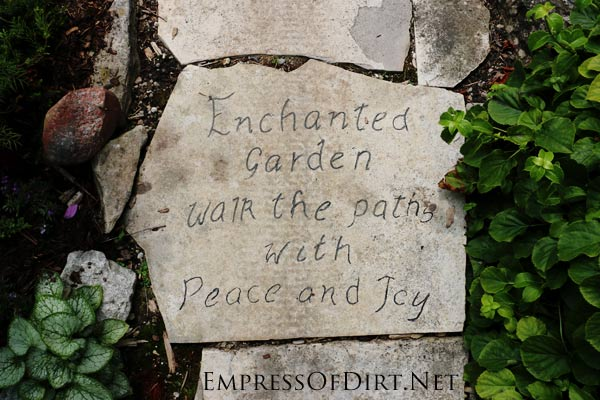 Enchanted garden path | Here's a bunch of creative ideas for designing garden paths and walkways plus DIY stepping stone tutorials. Whether it's stone, brick, hypertufa, or concrete pavers, there's lots of things you can do with simple materials for a great look.
