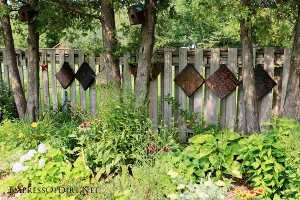 As a famous Empress of Dirt once said, a bare fence is an outdoor garden art gallery waiting to happen. And these ideas should give you lots of ideas for your outdoor space.