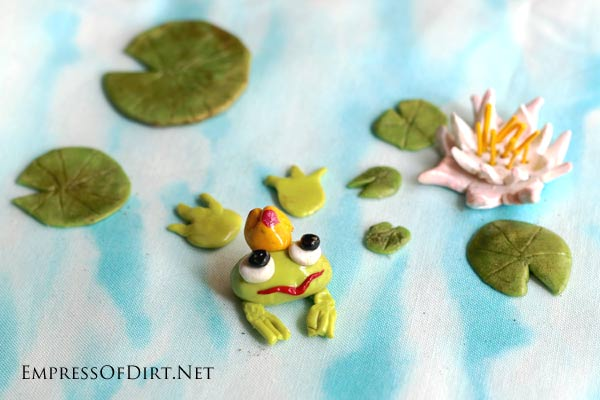 Make your own fairy garden miniatures using polymer clay. This beginner tutorial shows you how to make lily pads. It's an ideal first project and super quick and easy.