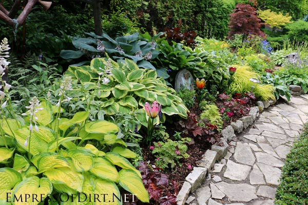 Garden Stepping Stones Ideas stepping stone path through grass outdoor ideasbackyard Flagstone Pathway Heres A Bunch Of Creative Ideas For Designing Garden Paths And Walkways Plus