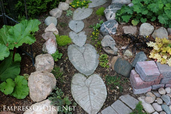 12 stepping stone garden path ideas empress of dirt for Cement garden paths